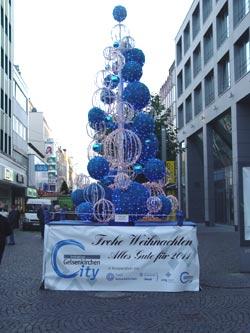 Blau-weißer Weihnachtsbaum