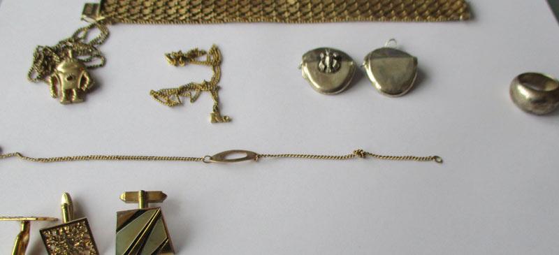 Eigentümlicher Schmuckfund in Gelsenkirchen. Die Polizei klärt jetzt, ob der gefundene Goldschmuck mit einer Straftat in Verbindung steht.