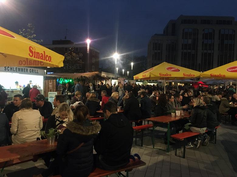 Heinric-König-Platz bei Nacht
